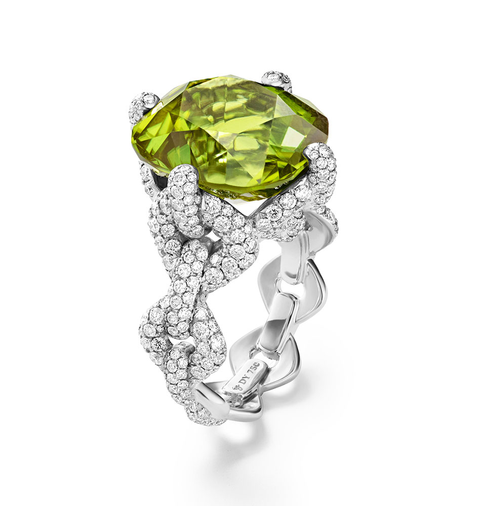 SHOT_04_DY_SS17_HIGH_JEWELRY_PERIDOT_RING_COMP_04_cbs